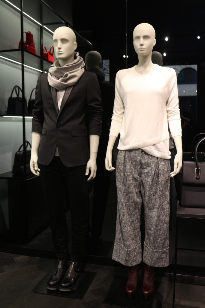 Fashion porsche design milano store the world c for Fashion design milano